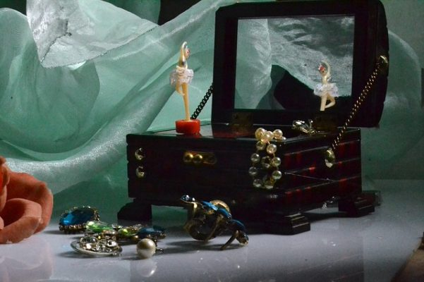 como organizar joyeria de fantasia