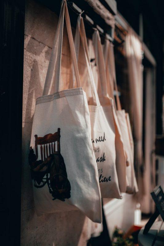 ideas para colgar los bolsos