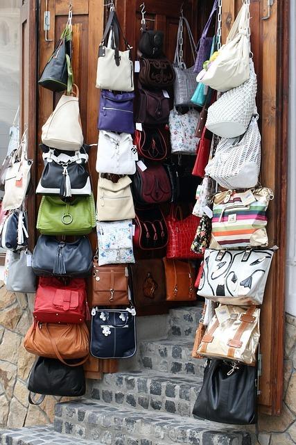 colgar bolsas detras de la puerta