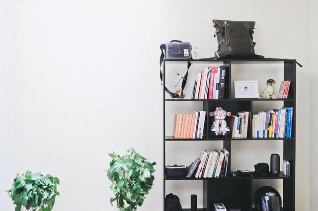Bolsas de mano que decoran espacios