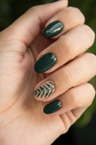 uñas verde oscuro